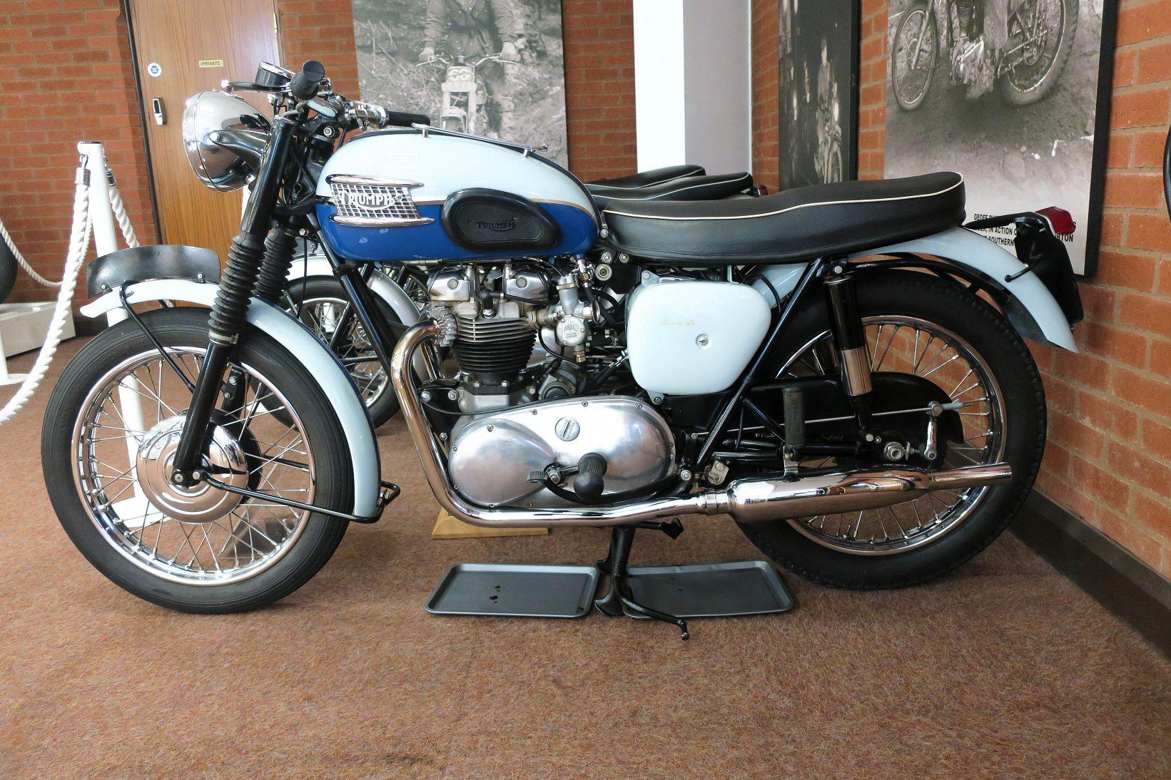 k-18 triumph bonnie 1960.jpg